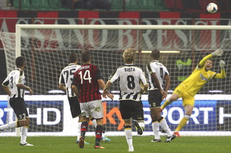 Атакующий хавбек «Милана» Вальтер Бирса- автор победного мяча в ворота «Удинезе»