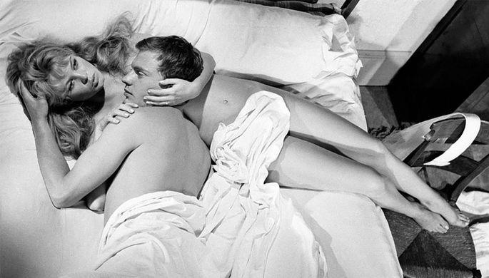 Брижит Бардо и Жан-Луи Трентиньян. Кадр из фильма «И Бог создал женщину» (1956)
