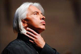 Оперный певец Дмитрий Хворостовский во время выступления