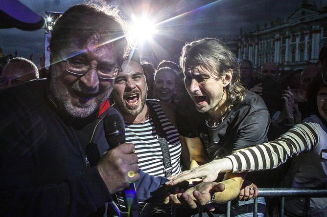 Лидер группы ДДТ Юрий Шевчук выступает на фестивале «Наши в городе. Музыка свободы»
