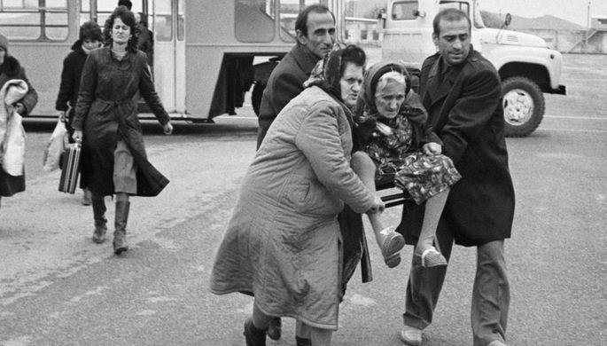 Бакинские беженцы в аэропорту Красноводска, январь 1990 года