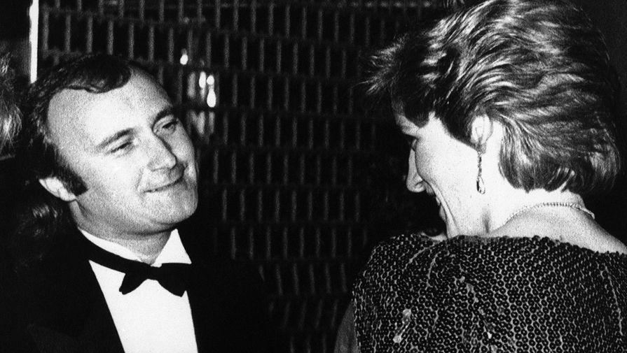 Фил Коллинз беседует с принцессой Дианой на благотворительном вечере в Лондоне, 1986 год