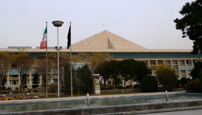 Новое здание комплекса парламента Ирана (исламского консультативного совета — меджлиса) в...
