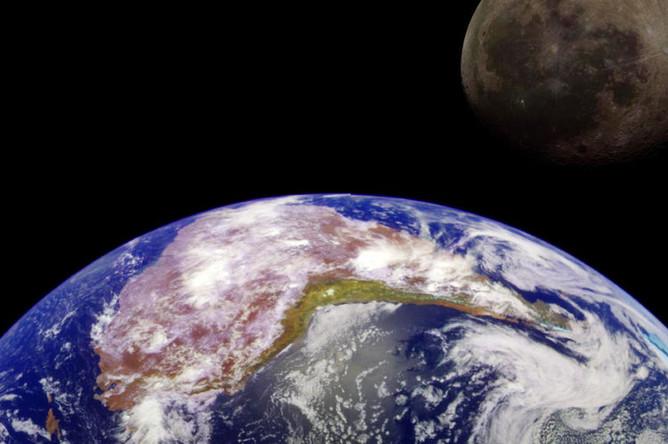 Земля и Луна на снимках аппарата НАСА «Галилео», коллаж