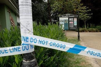 Полицейское оцепление около парка королевы Елизаветы после инцидента с отравлением в Эймсбери, 4 июля 2018 года