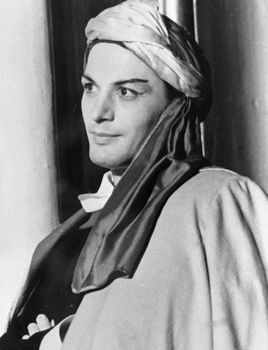 Василий Лановой в роли Калафа в спектакле «Принцесса Турандот», 1969 год