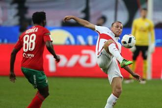 Денису Глушакову (справа) пришлось постараться, чтобы обыграть бывший клуб