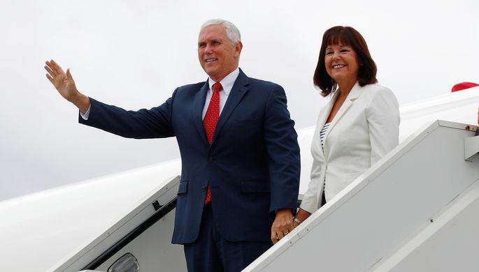 Вице-президент США Майк Пенс с супругой Карен, 30 июля 2017 года