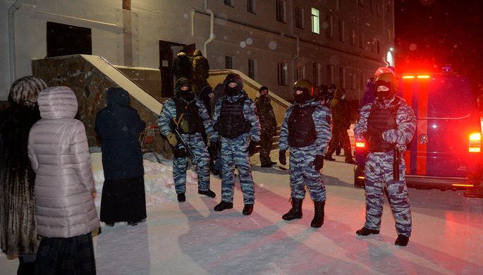 Сотрудники правоохранительных органов на территории Среднеуральского женского монастыря в Свердловской области, 29 декабря 2020 года