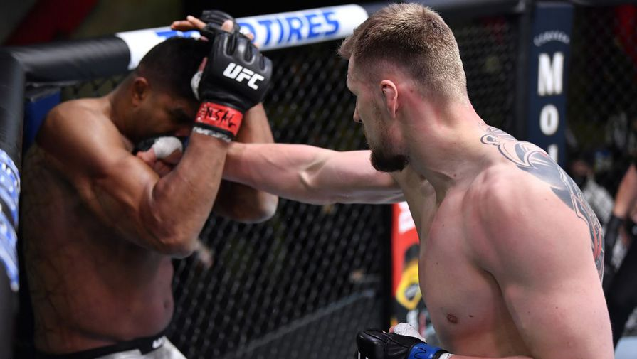 Александр Волков против Алистара Оверима в главном поединке UFC Fight Night 184