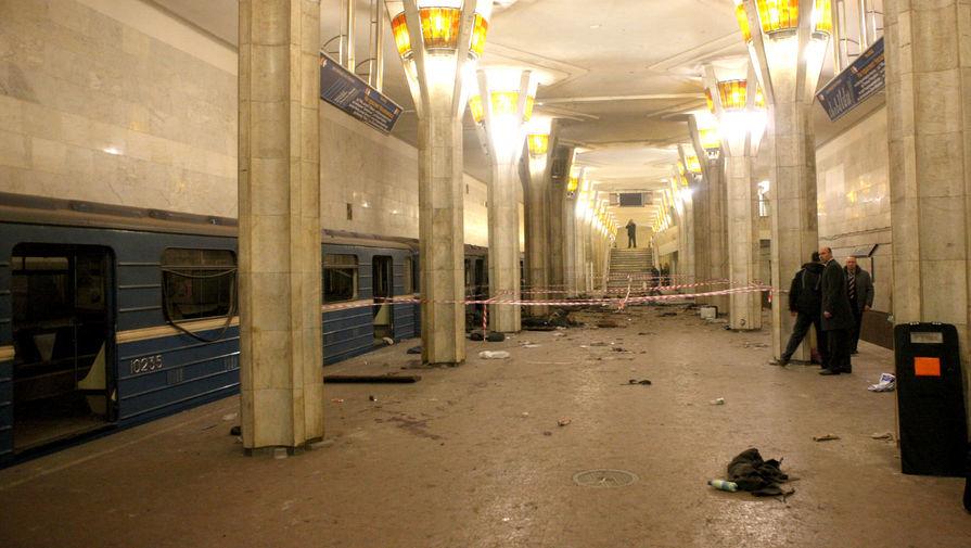 Станция метро «Октябрьская» после взрыва, 11 апреля 2011 года