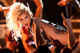 Леди Гага во время выступления на церемонии Grammy Awards в Лос-Анджелесе, 2017 год