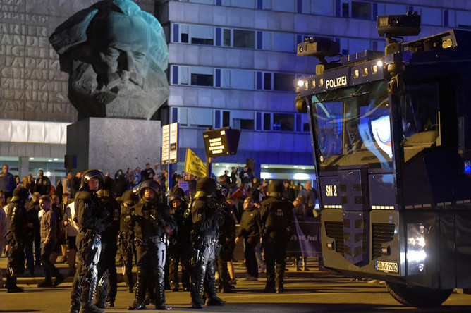 Беспорядки в немецком городе Хемниц после убийства мигрантами местного жителя