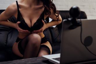 Русская девушка пришла на работу вебкам эротика работа моделью в эскорте