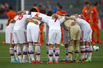 На футбольном поле сборная России коллективом не стала