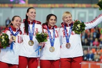 Конькобежки Ольга Граф, Екатерина Лобышева, Юлия Скокова и Екатерина Шихова выиграли серебро в командной гонке