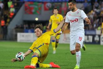 Автор первого гола Виталий Дьяков против Александра Самедова