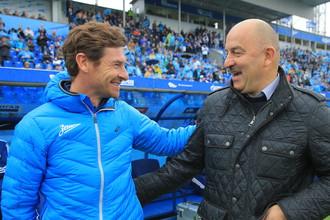 Наставники «Зенита» и «Динамо» Андре Виллаш-Боаш (слева) и Станислав Черчесов сегодня узнают соперников своих клубов в плей-офф Лиги Европы