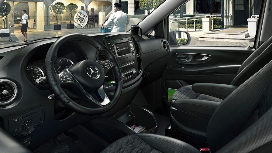 Что касается безопасности, то тут Mercedes-Benz Vito впечатляет восемью подушками безопасности...