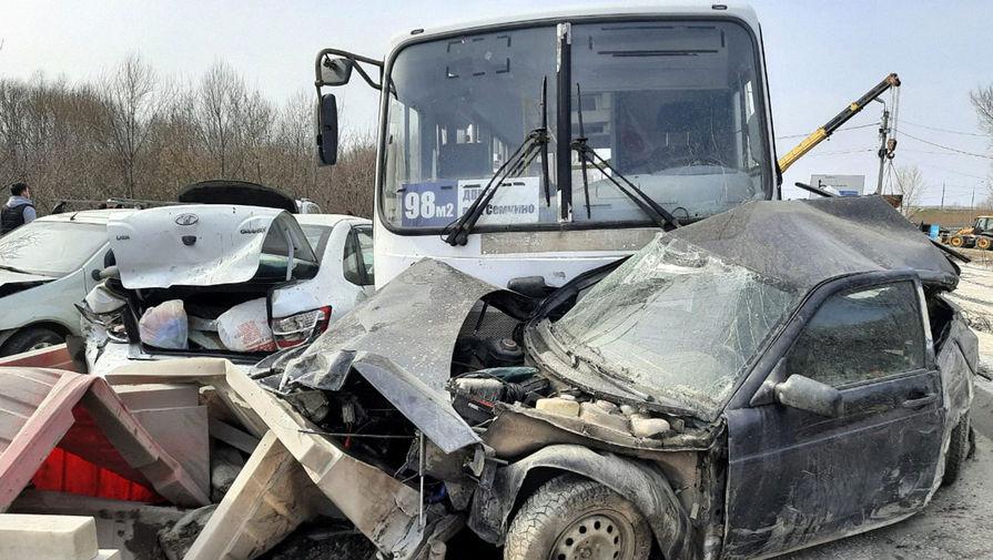 Девять человек пострадали при столкновении 12 машин в Рязани