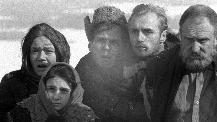 <b>&laquo;Восхождение&raquo; (1976)</b> <br> Военная драма &laquo;Восхождение&raquo;, получившая Золотого медведя Берлинского кинофестиваля, была создана по мотивам повести белорусского писателя Василя Быкова &laquo;Сотников&raquo;. Сам писатель был призван в Красную армию в 1942 году, участвовал в освобождении Украины, Румынии, дошел до Австрии, был тяжело ранен и даже в документах признан погибшим