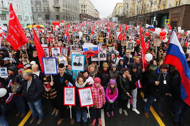 Участники во время акции «Бессмертный полк» в Москве