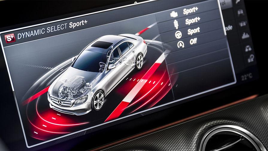 Переключатель режимов движения в E 43 4MATIC традиционно для Mercedes-Benz предлагает пять вариантов...