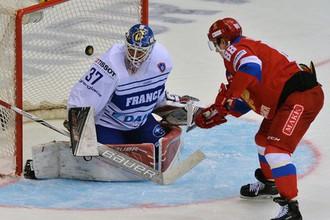 Сергей Шумаков забивает сборной Франции на Кубке Вызова в 2017 году
