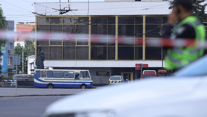 Ситуация на месте захвата заложников в пассажирском автобусе в центре Луцка, 21 июля 2020 года