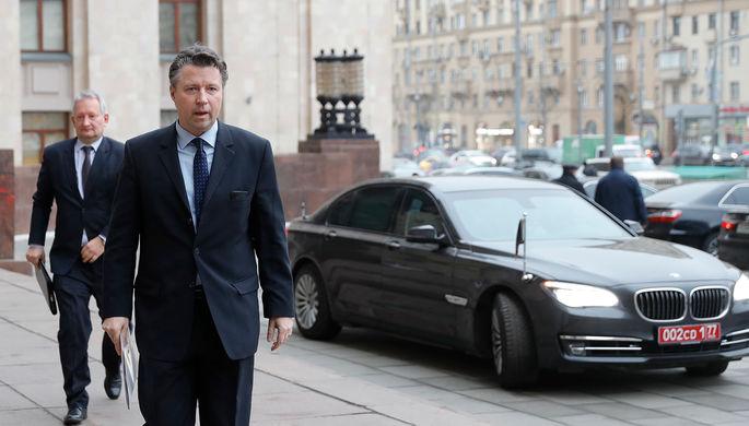Посол ФРГ в России Геза Андреас фон Гайр у здания Министерства иностранных дел России в Москве, 12 декабря 2019 года