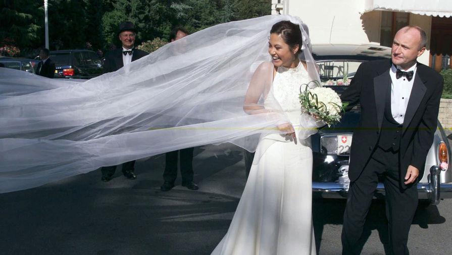 Музыкант женился три раза: от первой жены Андреи Берторелли у него родился сын Саймон. Во втором браке с Джилл Тэвелман в 1989 году у артиста появилась дочь Лили, которая стала успешной актрисой («С любовью, Рози», «Отверженные», «Эмили в Париже»). В 1999 году Коллинз женился на модели Орианне Цевей (на фото), от которой у него родились сыновья Николас и Мэттью. В 2008 году супруги разошлись