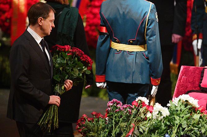 Министр культуры РФ Владимир Мединский на церемонии прощания с Владимиром Зельдиным, которая проходит на главной сцене Театра Российской армии в Москве