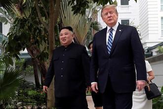 Высший руководитель КНДР Ким Чен Ын и президент США Дональд Трамп во время переговоров во вьетнамском Ханое, 28 февраля 2019 года