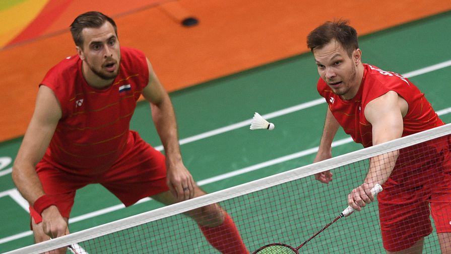 Владимир Иванов (слева) и Иван Созонов (Россия) на соревнованиях по бадминтону в парном разряде среди мужчин