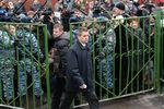 Руководитель управления взаимодействия со средствами массовой информации Следственного комитета РФ Владимир Маркин возле московской школы № 263, куда проник вооруженный старшеклассник, 2014год