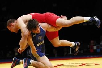 Абдусалам Гадисов борется в финале с Валерием Андрейцевым