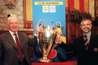 Легенды МЮ и «Баварии»: Билл Фоулкс (слева) и Герд Мюллер