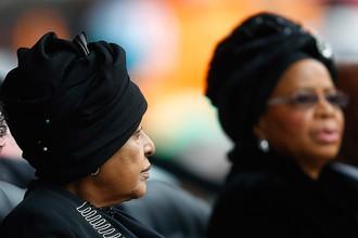 Вдова экс-президента ЮАР Винни Мандела во время траурной церемонии