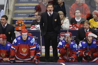 Валерий Брагин (в центре) славится своим умением управлять командой во время матчей