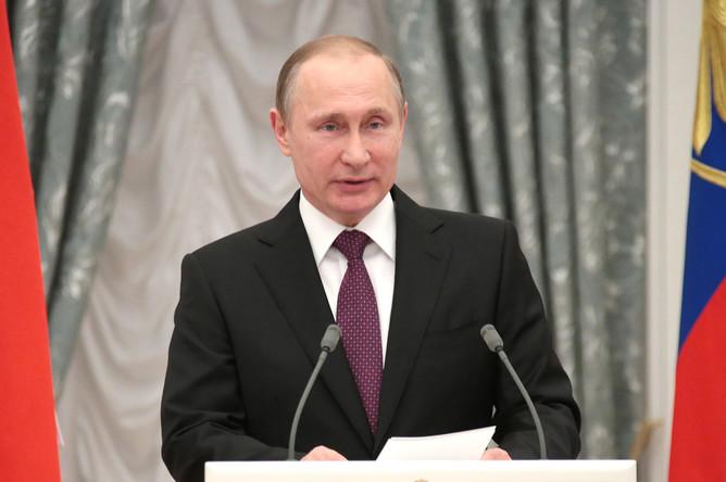 Президент России Владимир Путин во время церемонии вручения государственных наград в Кремле
