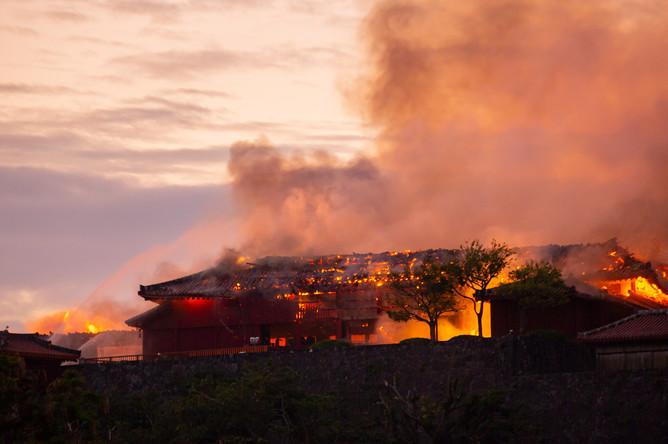 Пожар в замке Сюри в японской префектуре Окинава, 31 октября 2019 года