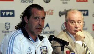 Серхио Батиста на пресс-конференции, посвященной его официальному назначению главным тренером сборной Аргентины
