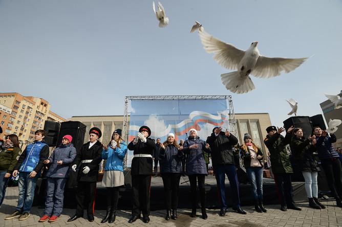 Участники всероссийской акции «Мы вместе против террора» в Новосибирске