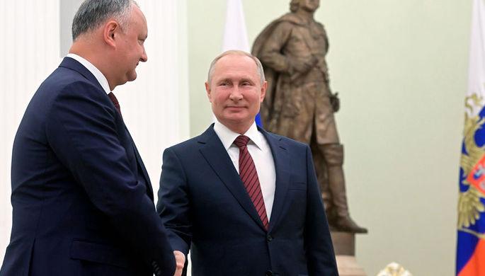 Додон против олигархов: молдавский парламент раскололся