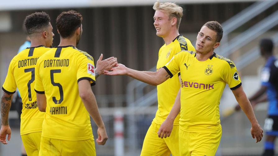 Футболисты дортмундской «Боруссии» праздную очередной гол