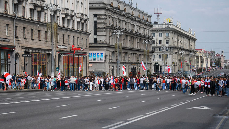 Участники «Марша мира и независимости» в Минске, 30 августа 2020 года