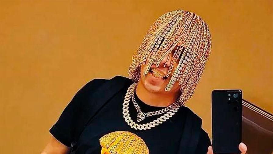 Мексиканский рэпер вживил в голову золотые цепи с бриллиантами вместо волос