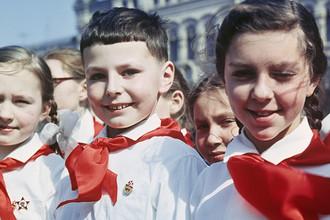 Прием в пионеры на Красной площади, 1965 год