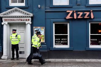Полицейское оцепление около ресторана, который был закрыт после инцидента с бывшим российским разведчиком Сергеем Скрипалем в британском Солсбери, 6 марта 2018 года