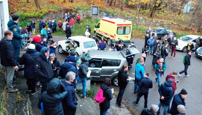 Перепутал педали: внедорожник въехал в толпу под Калининградом